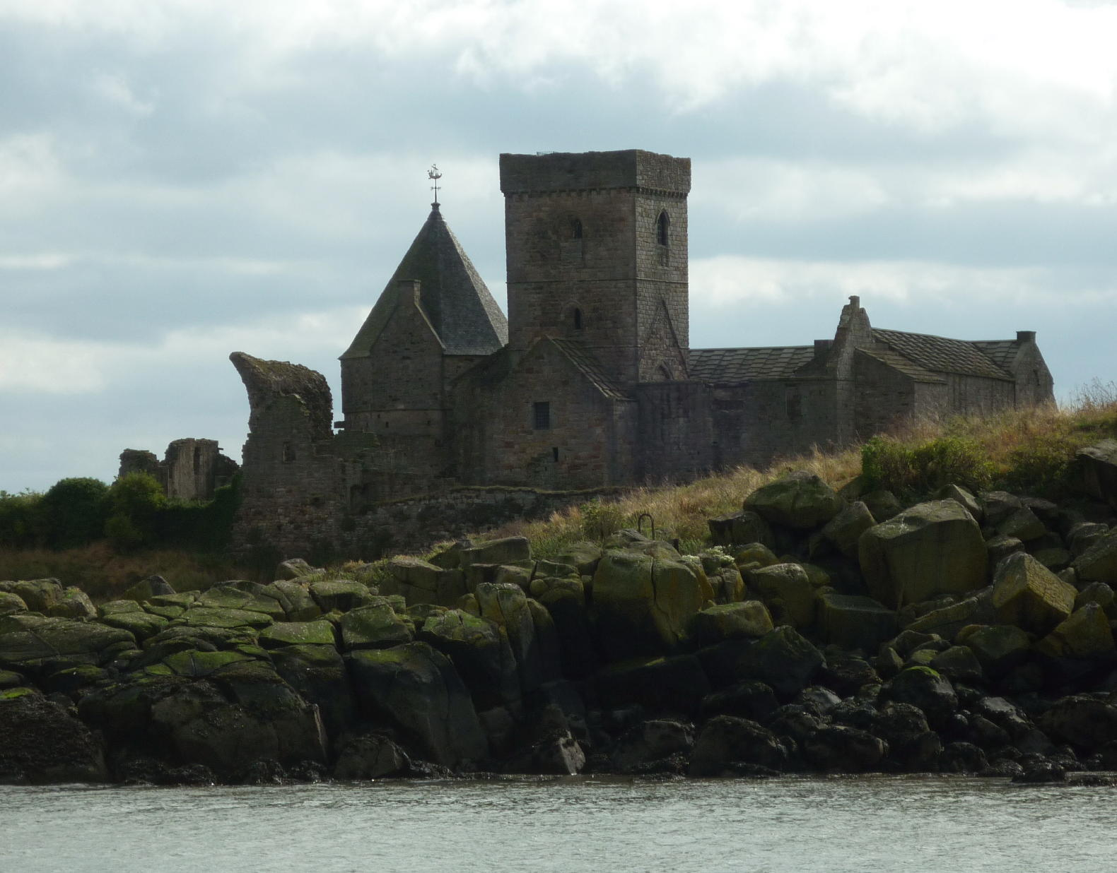 inchcolm-abbey-1