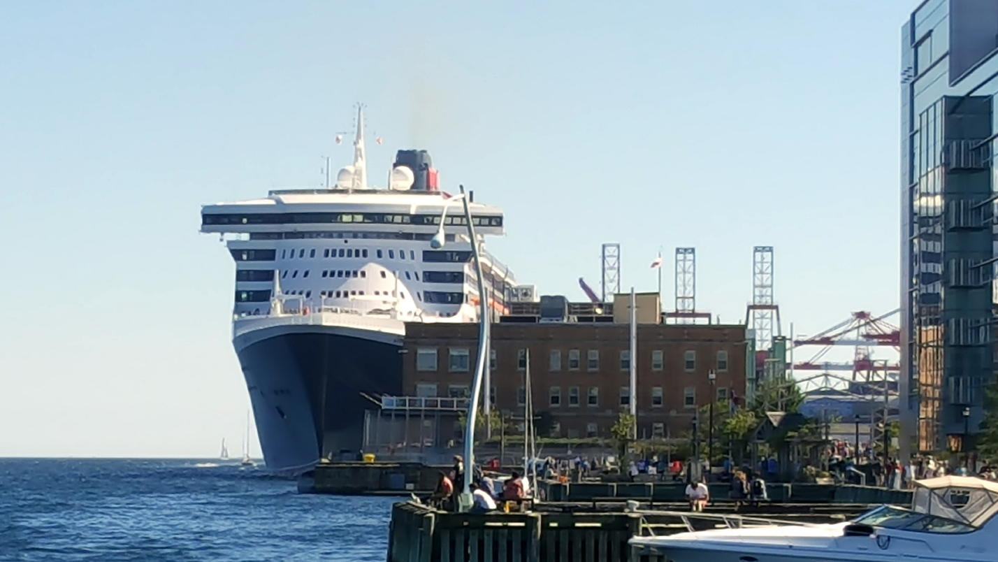 qm2-halifax-september-2016