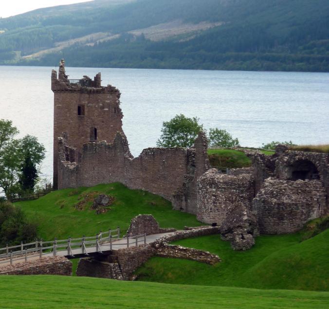urquart-castle-loch-ness-1